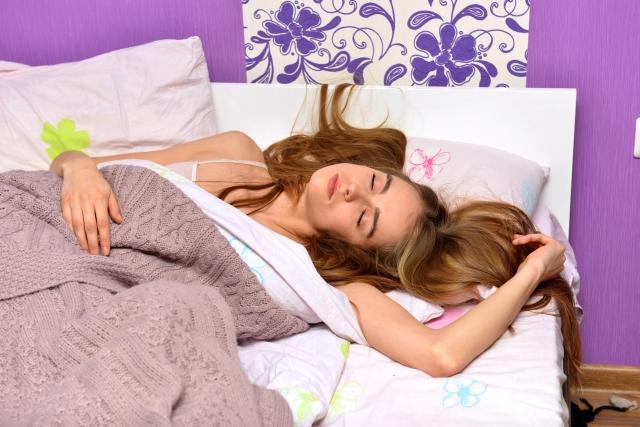 睡眠中にむせるのは危険信号!?唾液が引き起こす安眠妨害からあなたを救え!