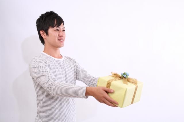 クリスマスプレゼントを付き合ってない女性にあげるなら?人気ベスト5